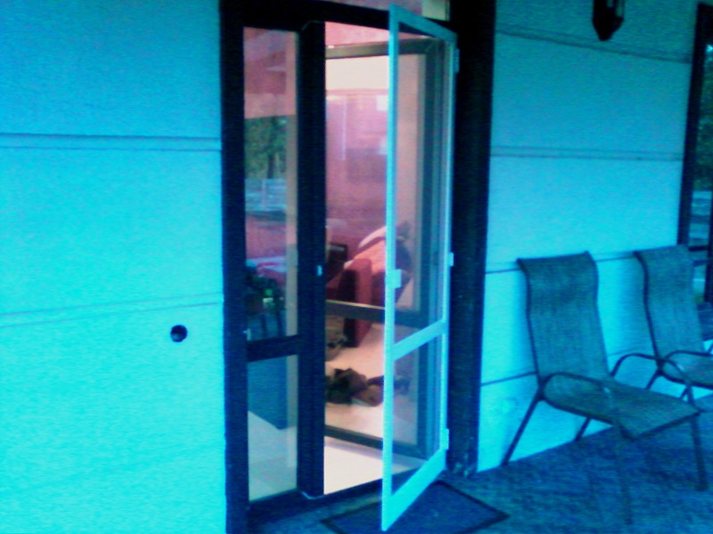 dvernii moskitnie setki uokna.jpg